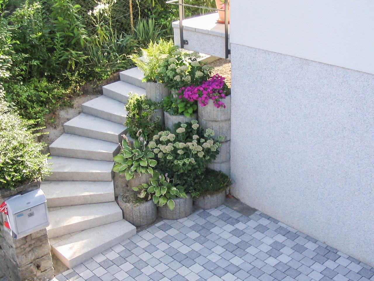 treppen kunststein betonstein naturstein thilo g klipstein landschaftsbau. Black Bedroom Furniture Sets. Home Design Ideas